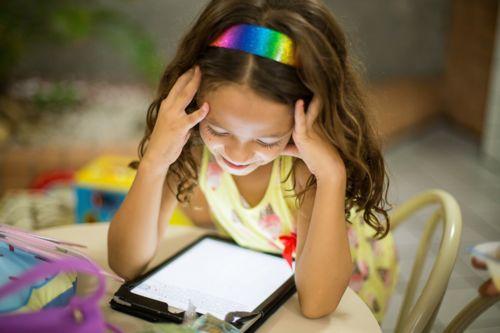 Les conséquences de l'exposition des jeunes enfants aux écrans